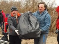 Nowy Dwór Maz: Wspólnie posprzątali wał narwiany