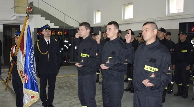 Nowy Dwór Maz: Ślubowanie strażaków. Przekazanie samochodu