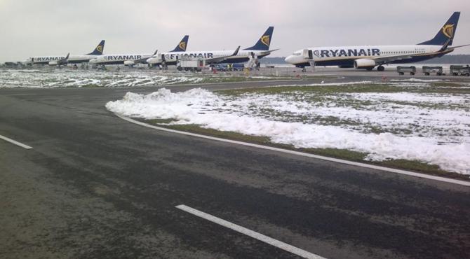 Lotnisko: Znów problemy z drogami kołowania i płytą postojową