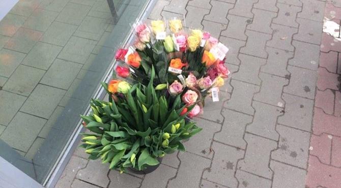 Modlin Twierdza: Mieszkanki obdarowane kwiatami