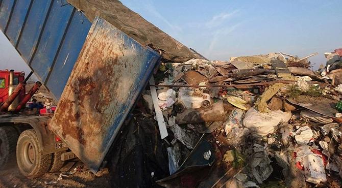 Zakroczym: Co przywieziono na składowisko odpadów??