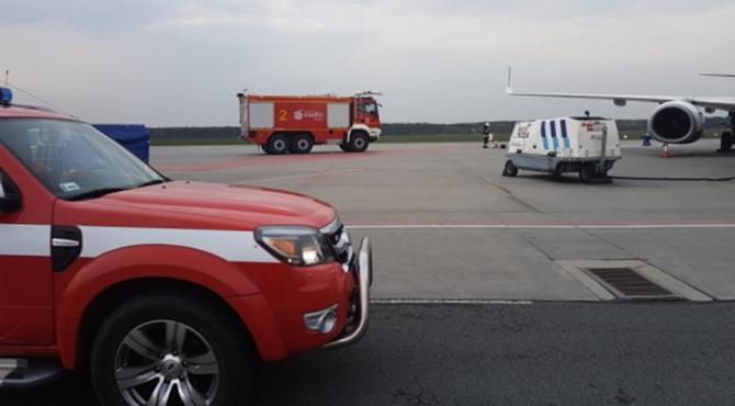 Lotnisko: Wyciek paliwa z samolotu