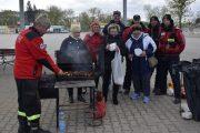 Nowy Dwór Maz: Mieszkańcy, radni i strażacy posprzątali wał