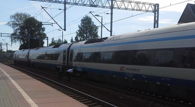 Pociąg Pendolino zatrzymany na stacji Modlin