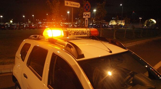 Lotnisko: Ewakuacja parkingu przy terminalu