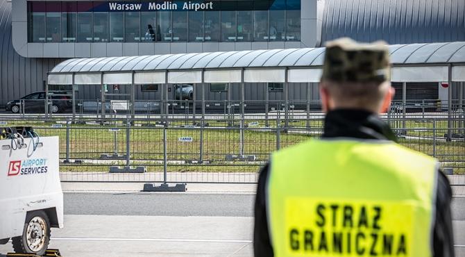 Lotnisko: Syryjczycy zatrzymani po przylocie z Aten