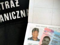 Lotnisko: Podróż z dokumentami innej osoby