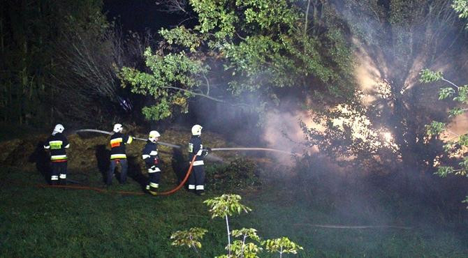 Zabłocie: Pożar 250 bel słomy