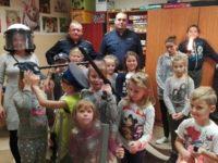 Zakroczym: Dzielnicowi z wizytą w szkolnej świetlicy