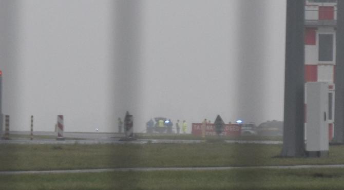 Lotnisko Modlin: Przewrócony śmigłowiec. Akcja służb