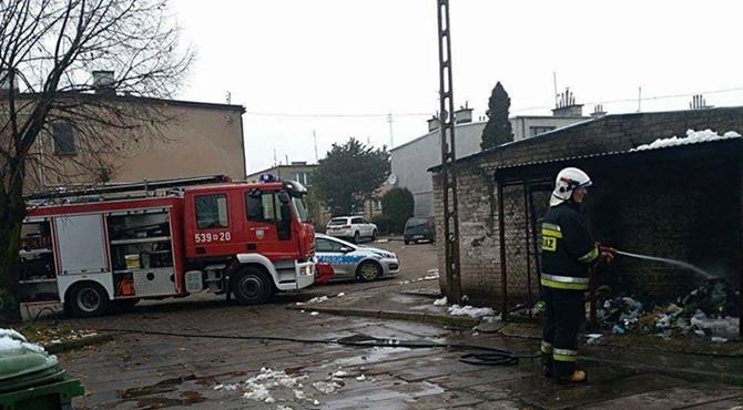 Nasielsk: Pożar wersalki w śmietniku
