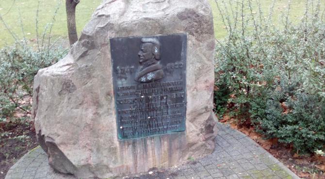 Nowy Dwór Maz: Pomnik Józefa Wybickiego obrzucony jajkami