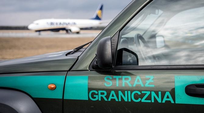 Lotnisko: Obywatel Czech podawał się za polaka
