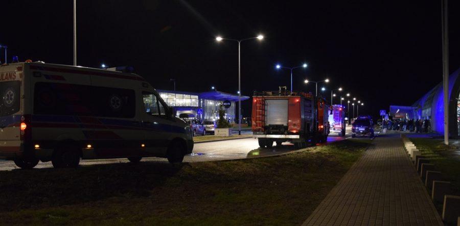 Lotnisko: Kolejny bagaż pozostawiony bez opieki przed terminalem