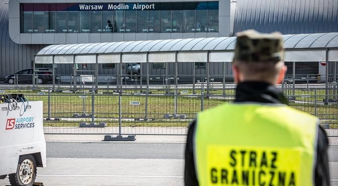 Lotnisko: Złapany na przemycie dodatkowo wywołał alarm bombowy